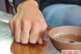 茶友需知的三种叩指礼,让你不在茶桌上失礼!